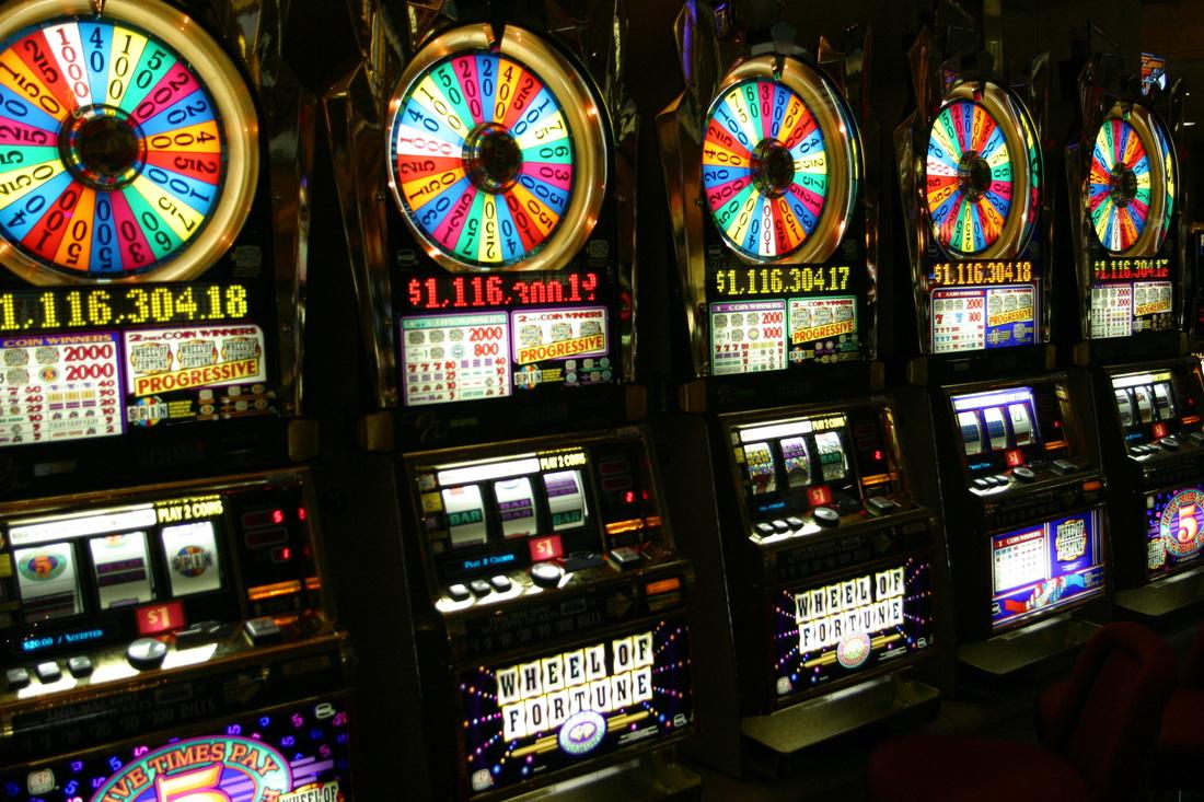 casino royale slot machine